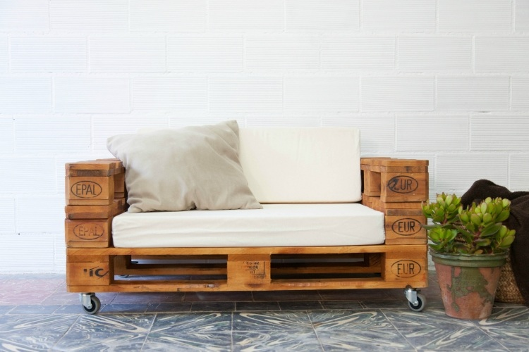3 καναπέδες από παλέτες – εύκολες κατασκευές.