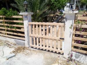 Πάρε ξύλο και φτιάξε τον εξωτερικό σου φράχτη.